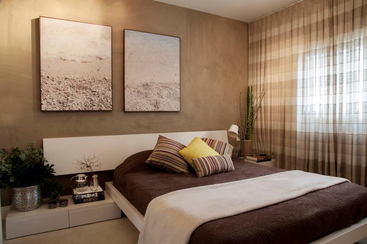 Dormitorios de estilo ecléctico por Helô Marques Associados