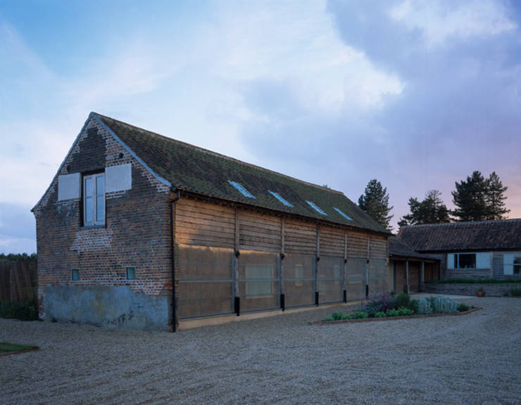 Top 10 the best uk barn conversions for Quaker barn home designs