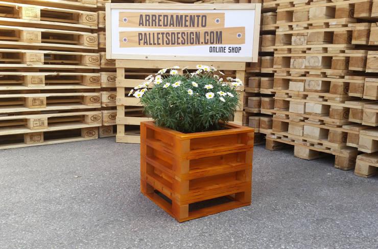 Jardineras con palets y otros materiales reciclados for Pallet arredamento