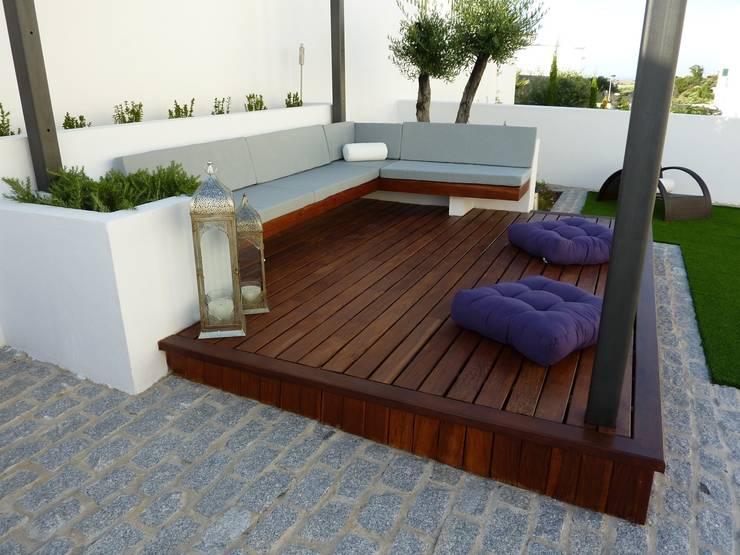 Terrazas  de estilo translation missing: cl.style.terrazas-.minimalista por Ángel Méndez, Arquitectura y Paisajismo
