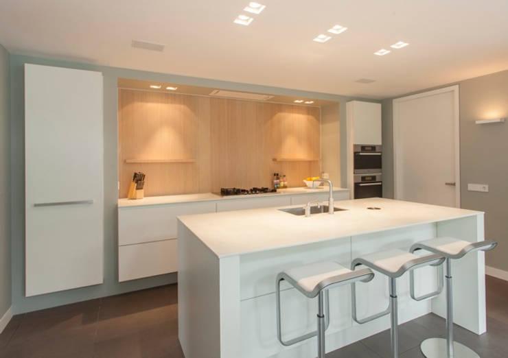 Corian Achterwand Keuken : vorm: moderne Keuken door Thijs van de Wouw keuken- en interieurbouw