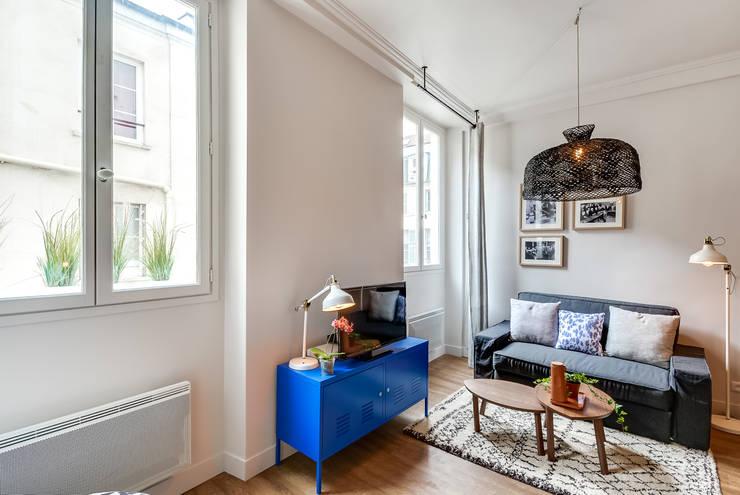 Frische Farbe im Wohnzimmer ganz ohne streichen