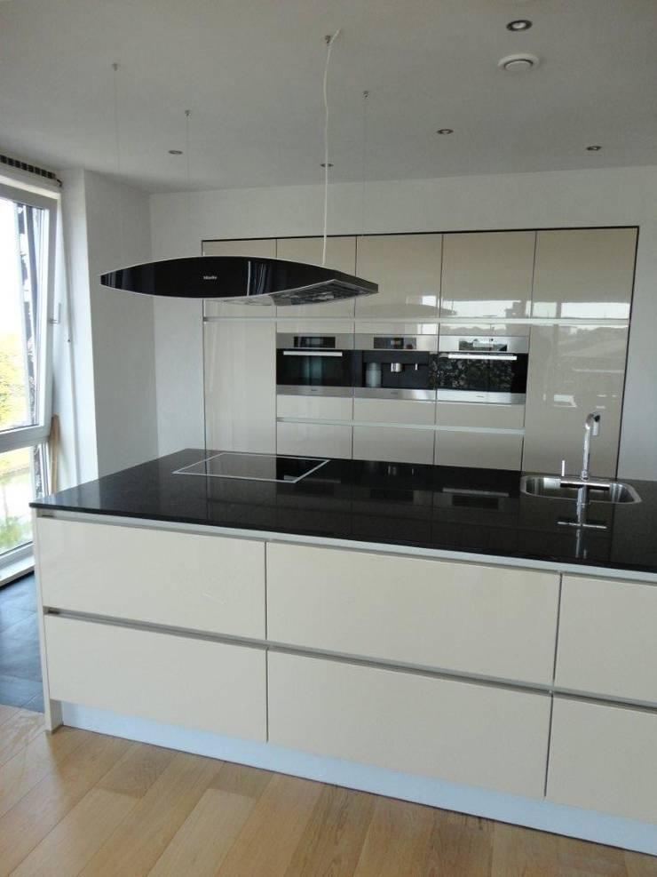 Moderne Keuken Greeploos: Wildhagen strakke moderne keuken met houten ...