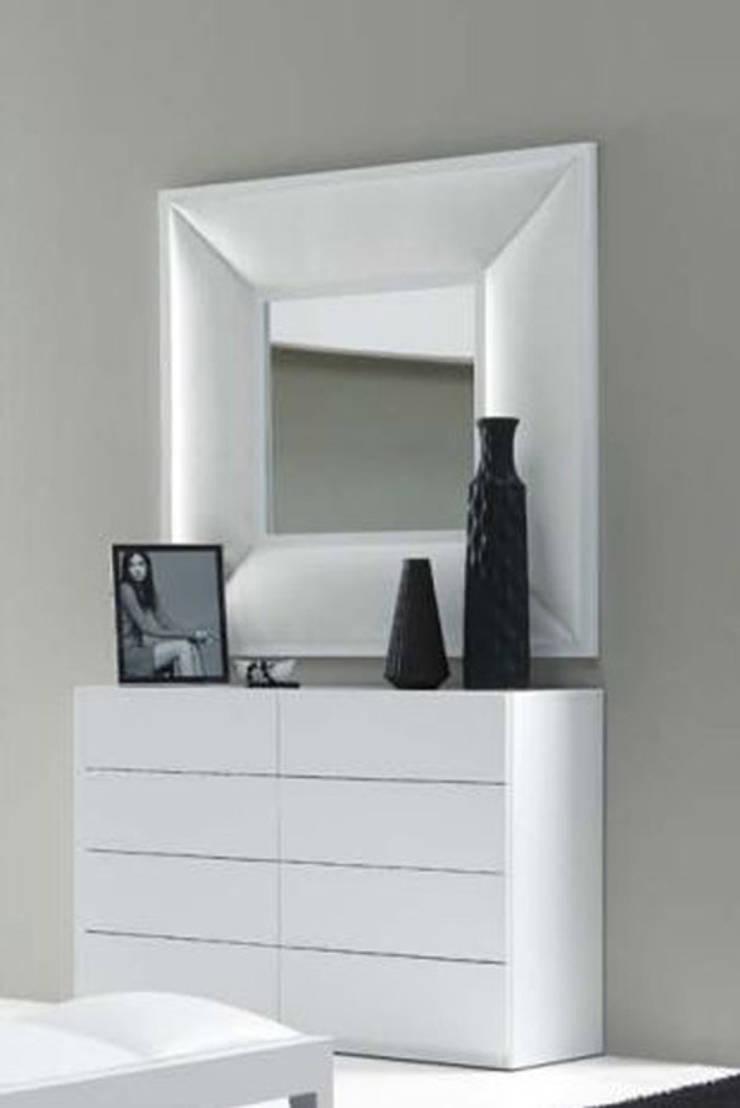 Espejos decorativos modernos de decoracion gimenez homify for Espejos decorativos blancos