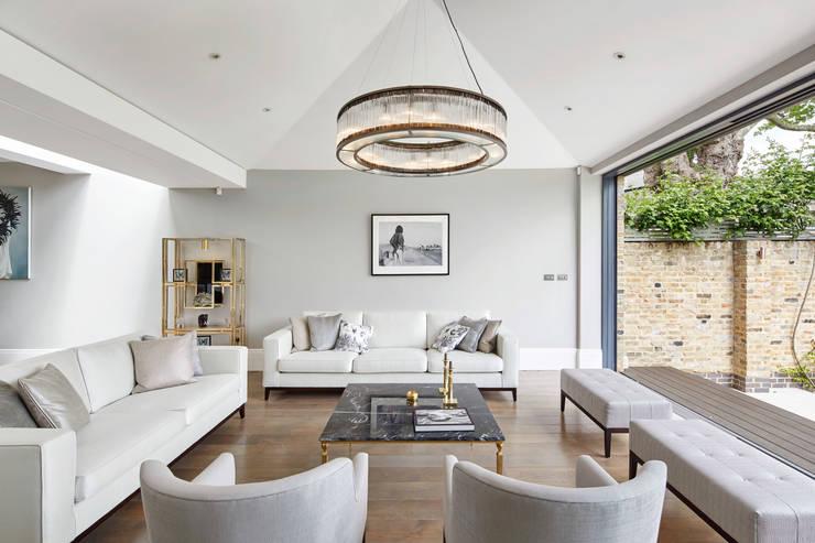 Sophie Nguyen Architects Ltd: modern tarz Oturma Odası