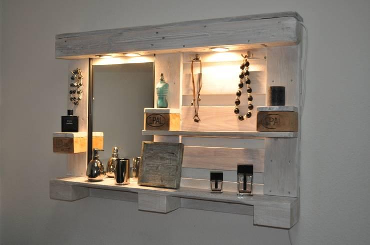 Palettenmöbel - Spiegelschrank - No.-01: moderne Badezimmer von Woody ...