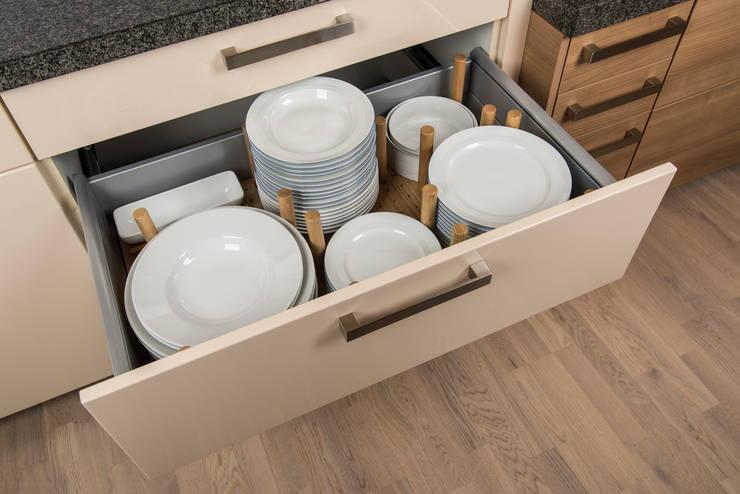 Cocina de estilo translation missing: mx.style.cocina.moderno por stratmann Individuelle Besteckeinsätze