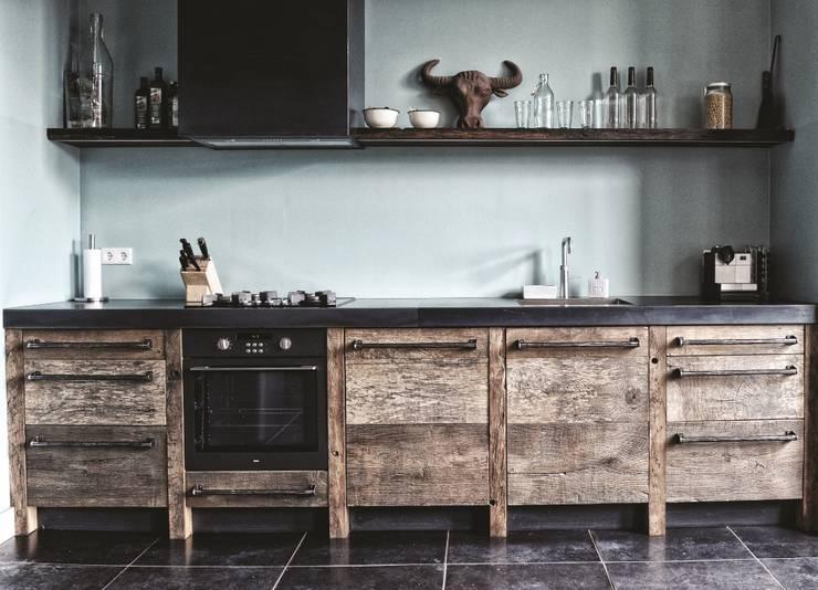 Keuken Zwart Met Hout : Oud eiken keuken: industri?le Keuken door RestyleXL