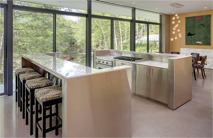 Cocinas de estilo moderno por Specht Architects