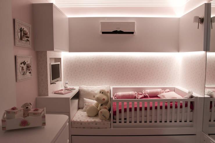 소녀를 위한 사랑스러운 침실 인테리어