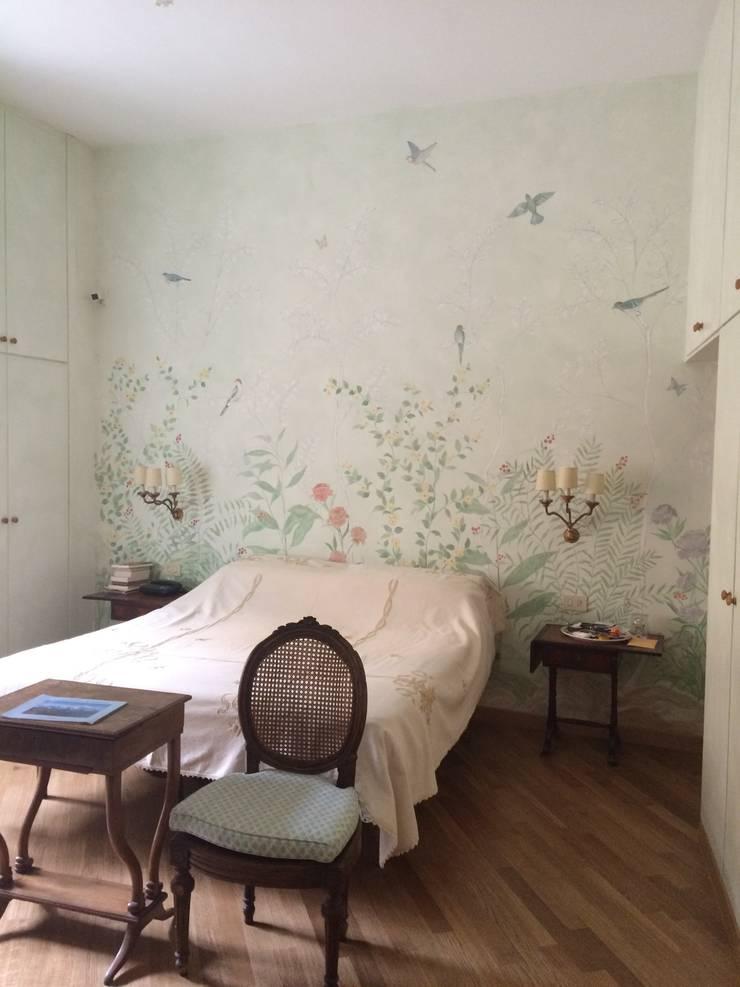 Camera da letto decorata con velatura e tappezzeria dipinta a mano di robinartstudio homify - Parete testata letto dipinta ...
