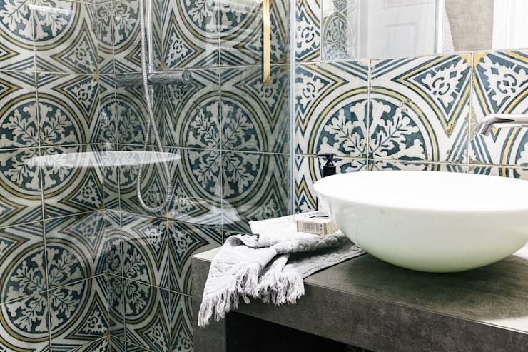 Azulejos Baño Sueltos:Baños de estilo ecléctico de Odwzorowanie