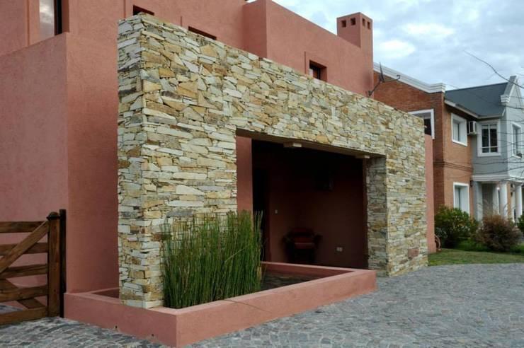 Una casa al estilo santa f - Entradas de piedra natural ...