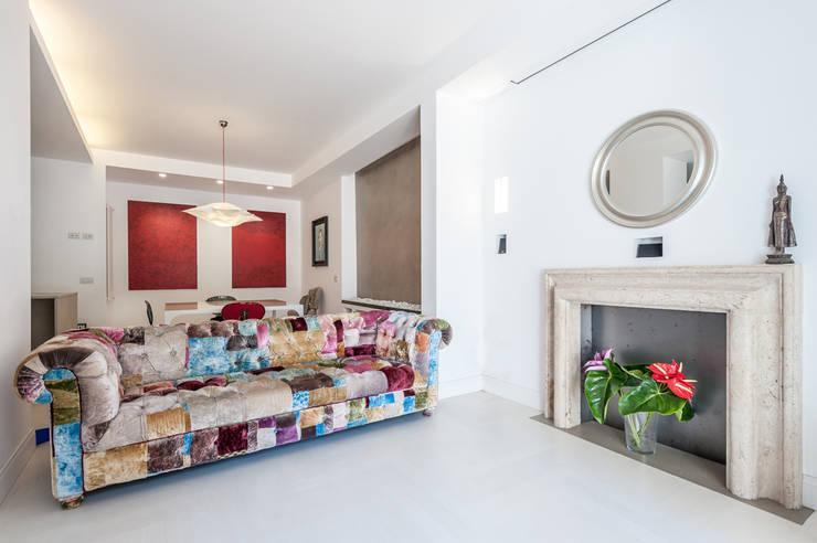 Salotto Rustico In Legno Con Camino In Pietra Interior Design : Idee ...