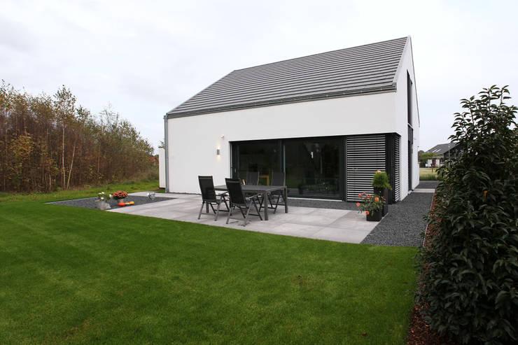 ein einfamilienhaus kommt gro raus. Black Bedroom Furniture Sets. Home Design Ideas