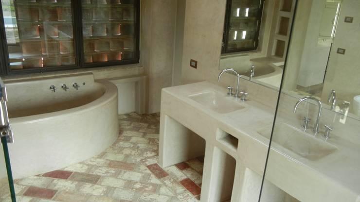 Tadelakt di marrakech sala da bagno color tortora di - Sala da bagno ...