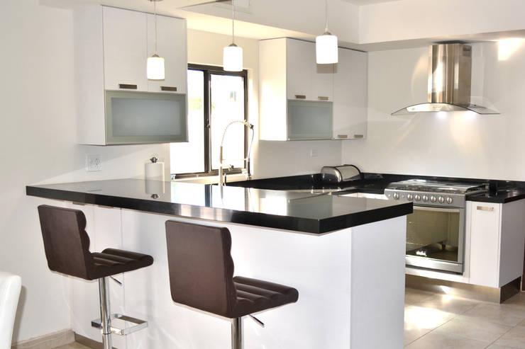 12 fotos de cocinas modernas para que planifiques la tuya - Cocinas en u modernas ...