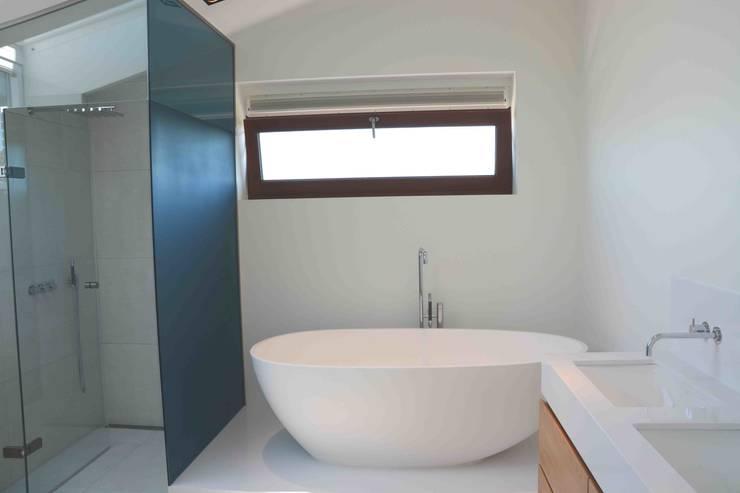 10 badkamer voorbeelden met een vrijstaand bad - Kleine kamer d water met toilet ...