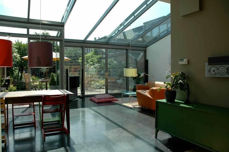 Uitbouw Keuken En Living : modern Living room by TIEN+ architecten