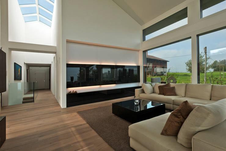 Wohnwand modern schiebetüren oberschränke wandbefestigt