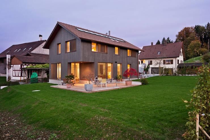 Una villa che sa come scaldare il cuore for Casa moderna zurigo