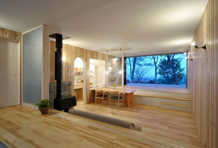 8 grandes ideas para casas con desnivel for Casa minimalista a desnivel