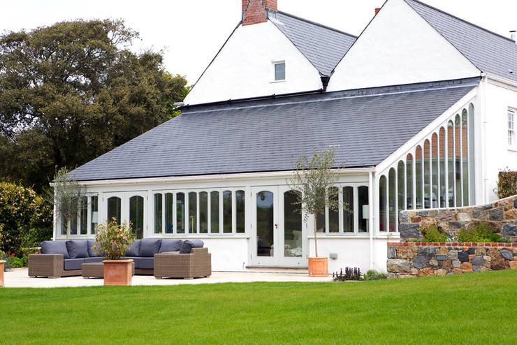Le Pres de Bas: classic Conservatory by CCD Architects