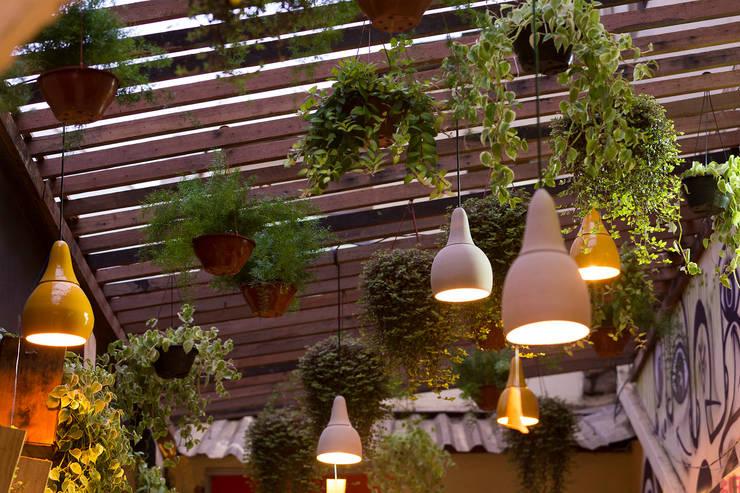 Vigas de madera en el techo 10 ideas sensacionales - Lamparas de terraza y jardin ...