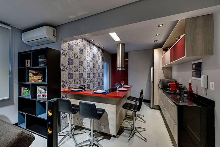Cozinha: Cozinhas modernas por Guido Iluminação e Design