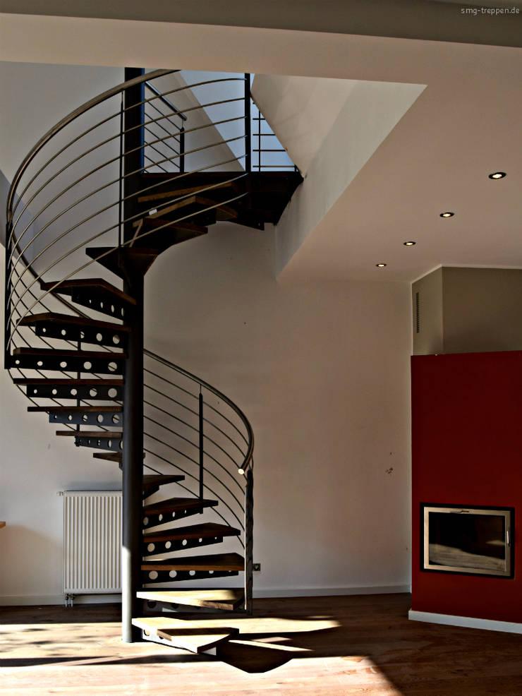 moderne spindel brandschutz treppe aus stahl mit eichen stufen von smg treppen homify. Black Bedroom Furniture Sets. Home Design Ideas