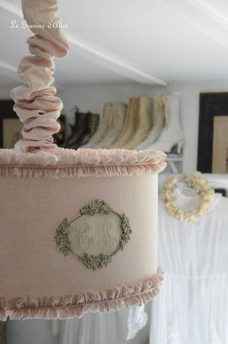 les abat jour shabby chic et romantique par le grenier d 39 alice homify. Black Bedroom Furniture Sets. Home Design Ideas