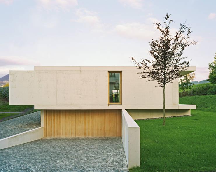 nobles betonhaus mit pool. Black Bedroom Furniture Sets. Home Design Ideas