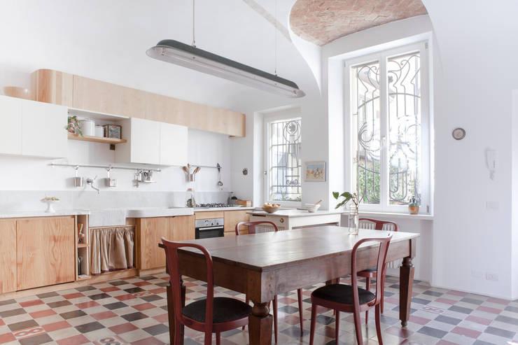 5 cucine che combinano lo stile classico e moderno for Arredamento mix antico moderno