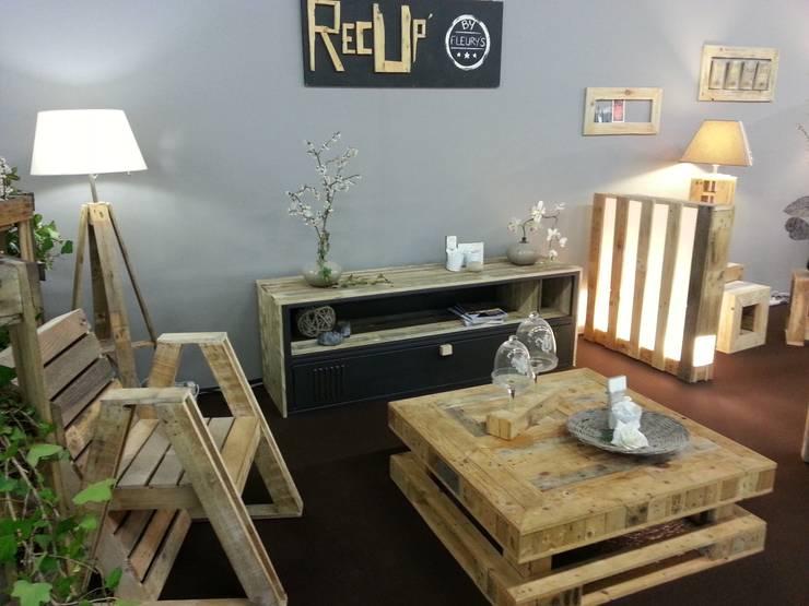 Sala de estar translation missing: pt.style.sala-de-estar.industrial por recup by fleurys