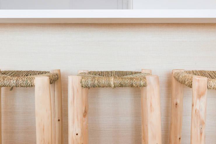 Cozinha translation missing: pt.style.cozinha.moderno por LF24 Arquitectura Interiorismo