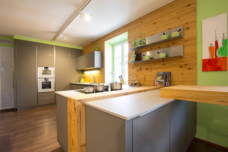 Küche mit Altholz by Atelier für Küchen & Wohnkultur Laserer | homify