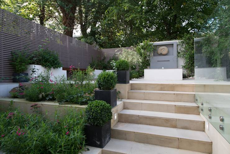 Design ideas for small city gardens for Small split level garden ideas