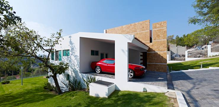 10 fachadas de casas con garaje que te van a encantar for Fachadas de garajes