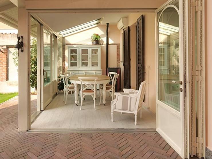 9 idee per rendere sempre attuale la credenza con vetrina for Sala da pranzo veranda