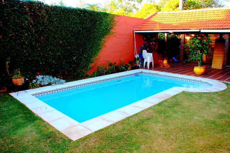 Piscinas familiares de piscinas scualo homify for Piletas de campo