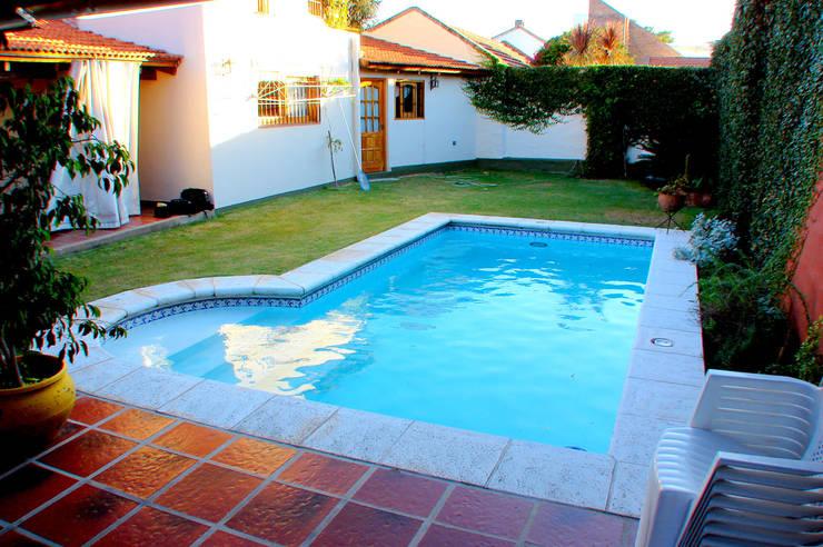 Piscinas familiares de piscinas scualo homify for Piletas con cascadas