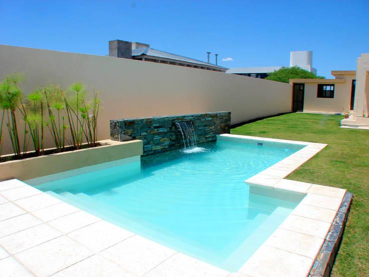 Piscinas familiares de piscinas scualo homify for Modelos de piscina familiar