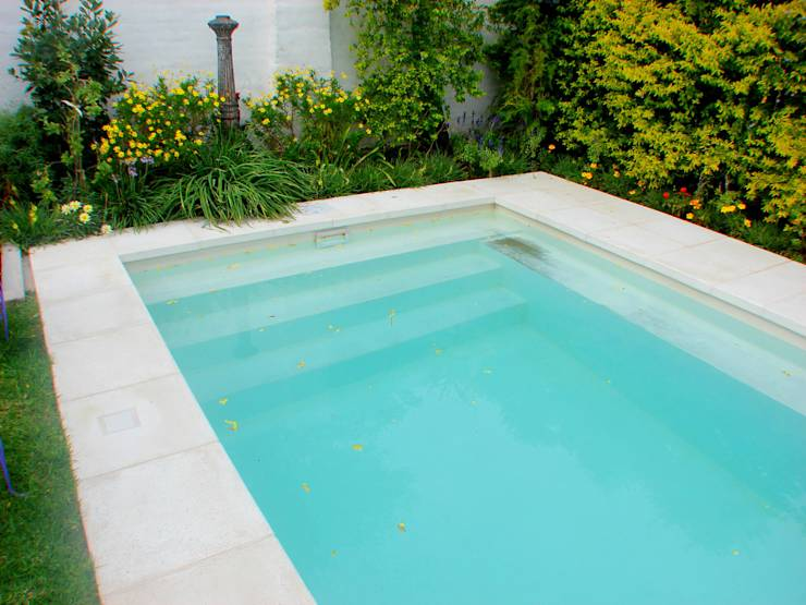 10 piscinas perfeitas para quintais pequenos for Piscinas en poco espacio