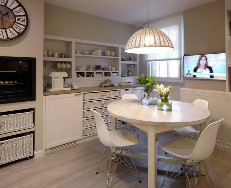 Cocina de dise o atemporal de deulonder arquitectura domestica homify - Televisor para cocina ...