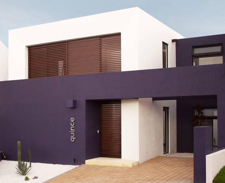 FACHADA PRINCIPAL: Casas de estilo minimalista por Región 4 Arquitectura