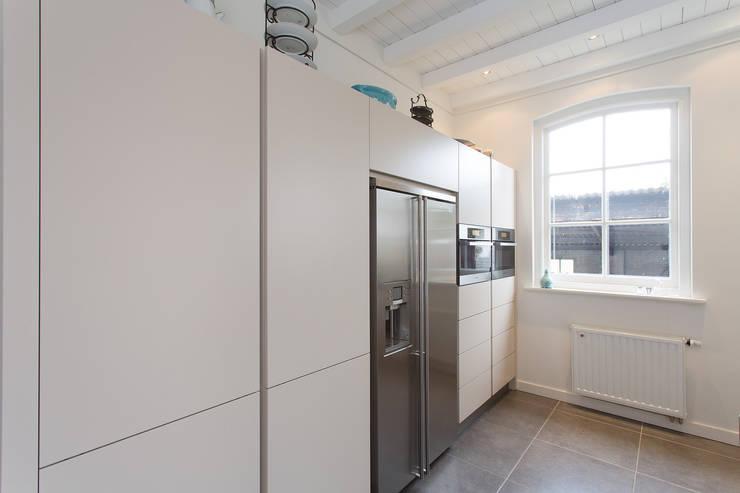 ... moderne boerderij keuken: moderne Keuken door Tieleman Keukens