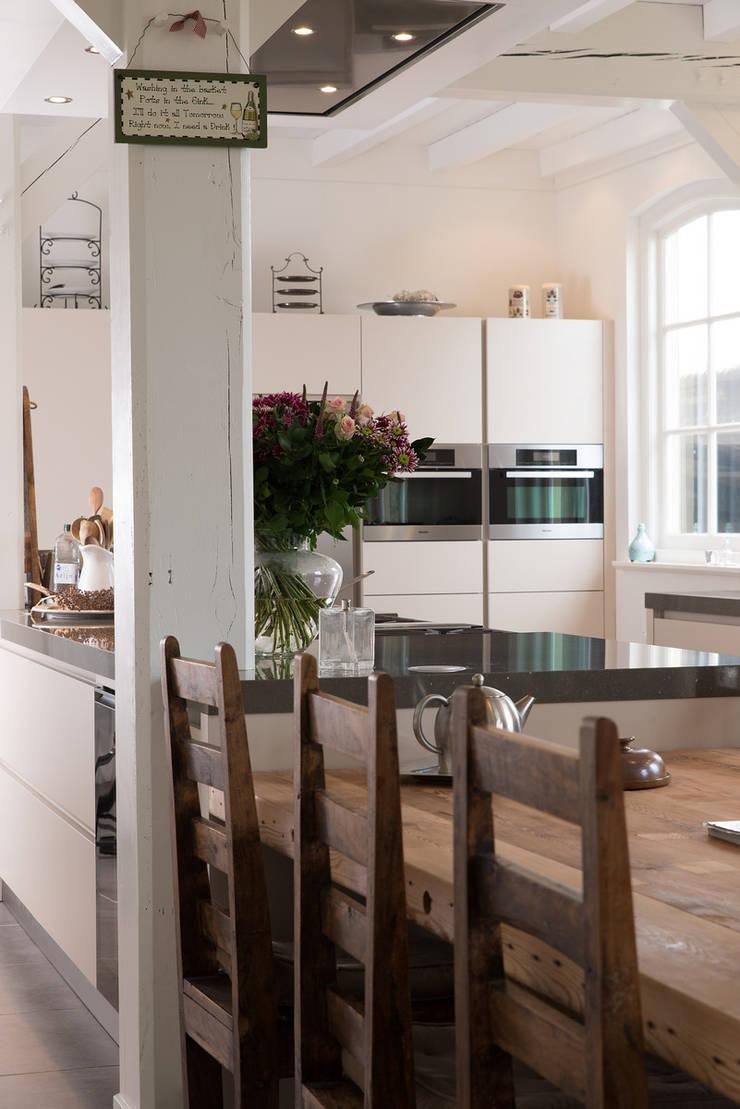 Moderne Keuken Boerderij : Moderne boerderij keuken door tieleman ...