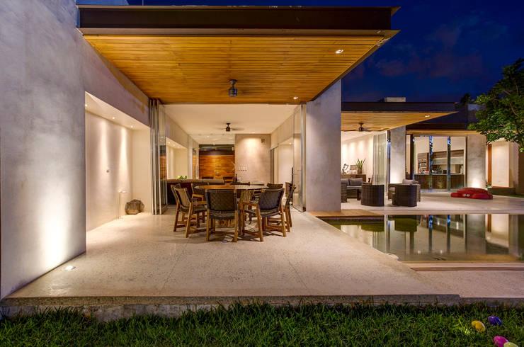 10 razones para poner un techo de madera en tu terraza ya - Comedores exteriores para terrazas ...