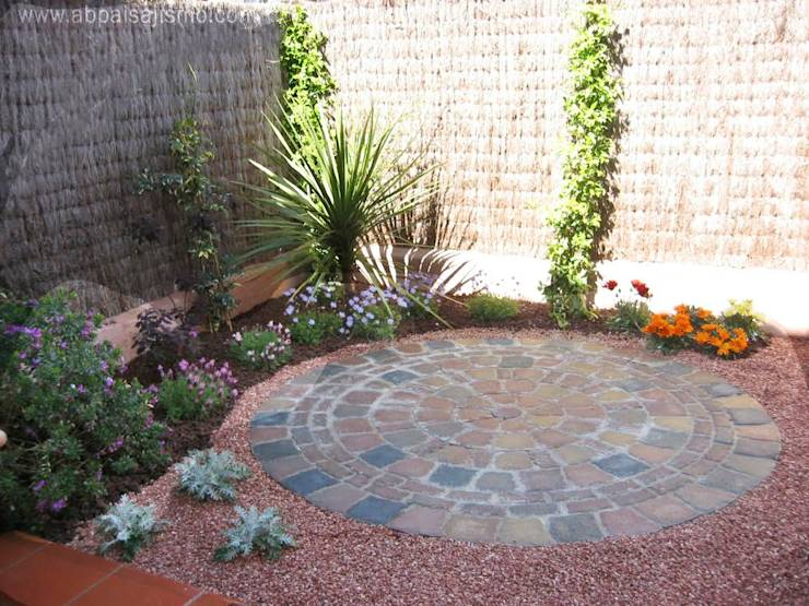 9 formas creativas de darle una nueva vida a tu patio - Jardines con adoquin ...