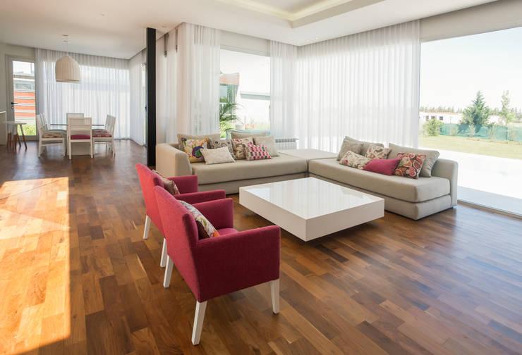 Woonkamer Inrichten Met Rode Bank : Rust, eenvoud en harmonie creëren ...
